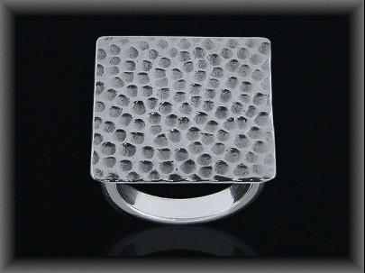 Anillo plata lisa cuadrada  talladaa puntos 21x21 mm.
